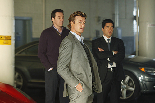 CBI consultant Patrick Jane hunts down a murder suspect with agent Kimball Cho.