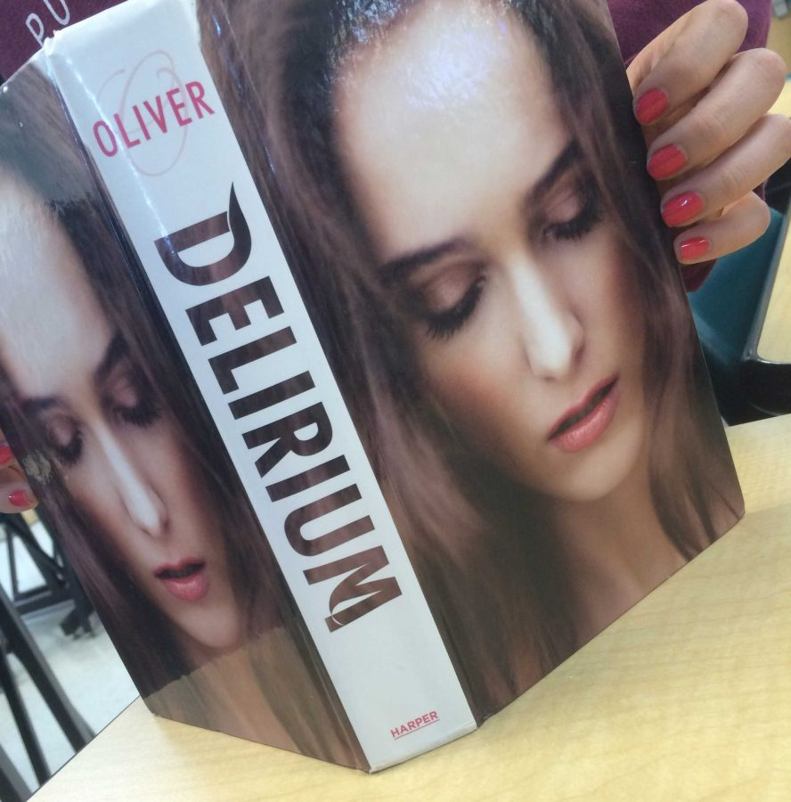 The+cover+page+of+Delirium+by+Lauren+Oliver.