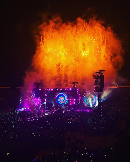 The+show+began+with+vibrant+fireworks+and+flashing+lights+as+A+Head+Full+of+Dreams+blasted+throughout+the+stadium.