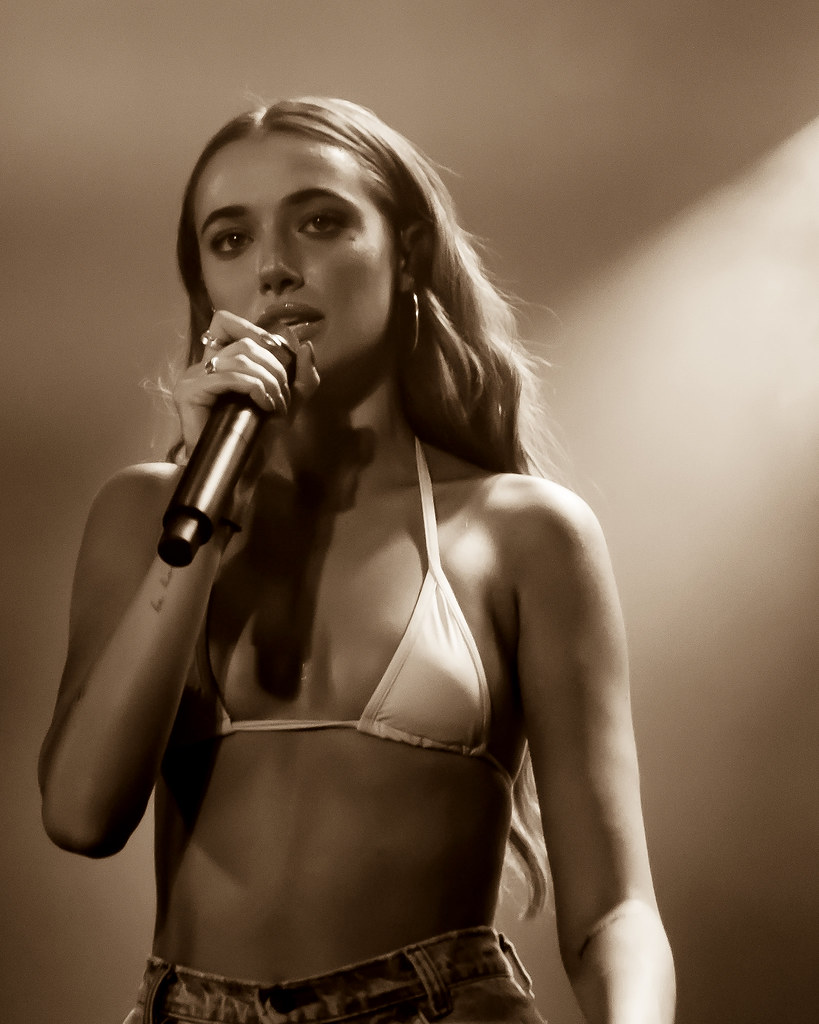 Olivia O'Brien performance back in 2018 at The Roxy in Los Angeles.