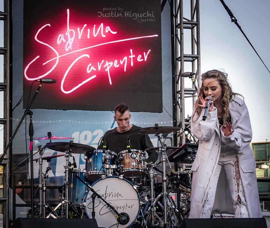 Singer+and+actress%2C+Sabrina+Carpenter%2C+performs+at+the+102.7+KIIS+FM+Jingle+Ball+Village+in+2016.
