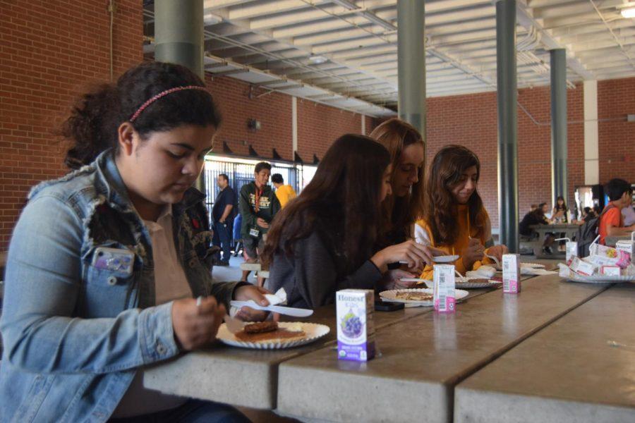 Freshman+Sabrina+Montoya+%28left%29+enjoys+pancakes+with+her+friends.