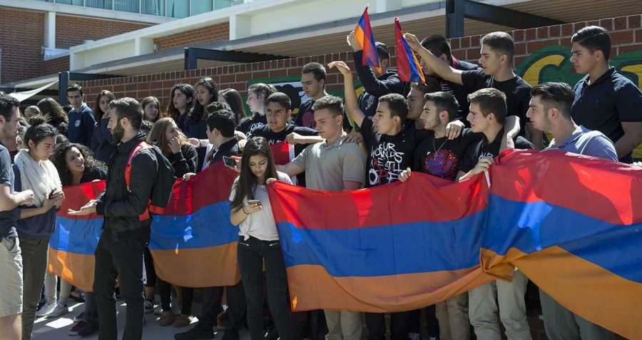 Students+rally+at+Clark+Magnet+High+School+for+Armenia+in+2016.