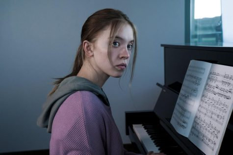 Sidney Sweeney plays Juliet, a pianist who is overshadowed by her twin sister.